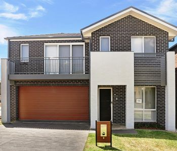 Photo for GLENFIELD VILLA 9 - SYDNEY New, 4Bdrm