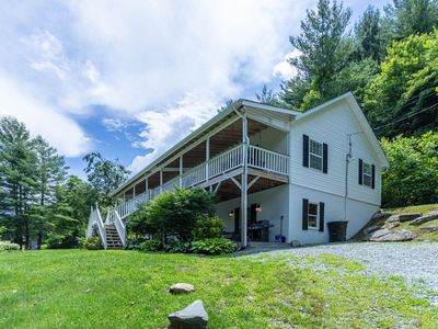 Riverdream - Riverfront home in Valle Crucis with Hot Tub, 175 Feet of Watauga River Frontage