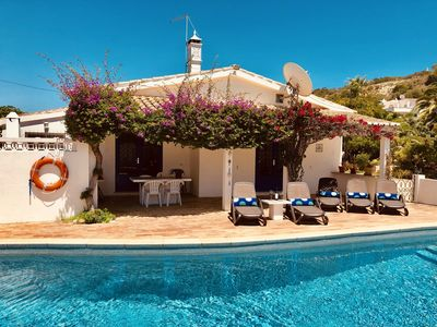 The covered terrace next to the pool is ideal for lunch and to enjoy the sun set