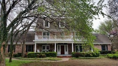 Photo for Beautiful 3 story Colonial home. Lovely home for  families or groups. Sleeps 16