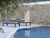 Great location, lovely villa, helpful and welcoming owner