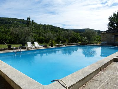 Photo for Large Studio with pool in a nest of greenery in the Luberon
