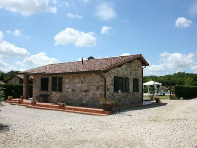 Photo for Beautiful private villa with private pool, WIFI, TV, pets allowed and parking, close to Cortona
