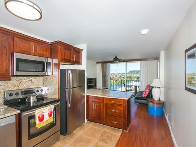 Newly Renovated Condo With Mountain And Water Views In The Heart Of Waikiki