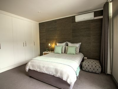 Photo for Private en-suite room in modern and central flat