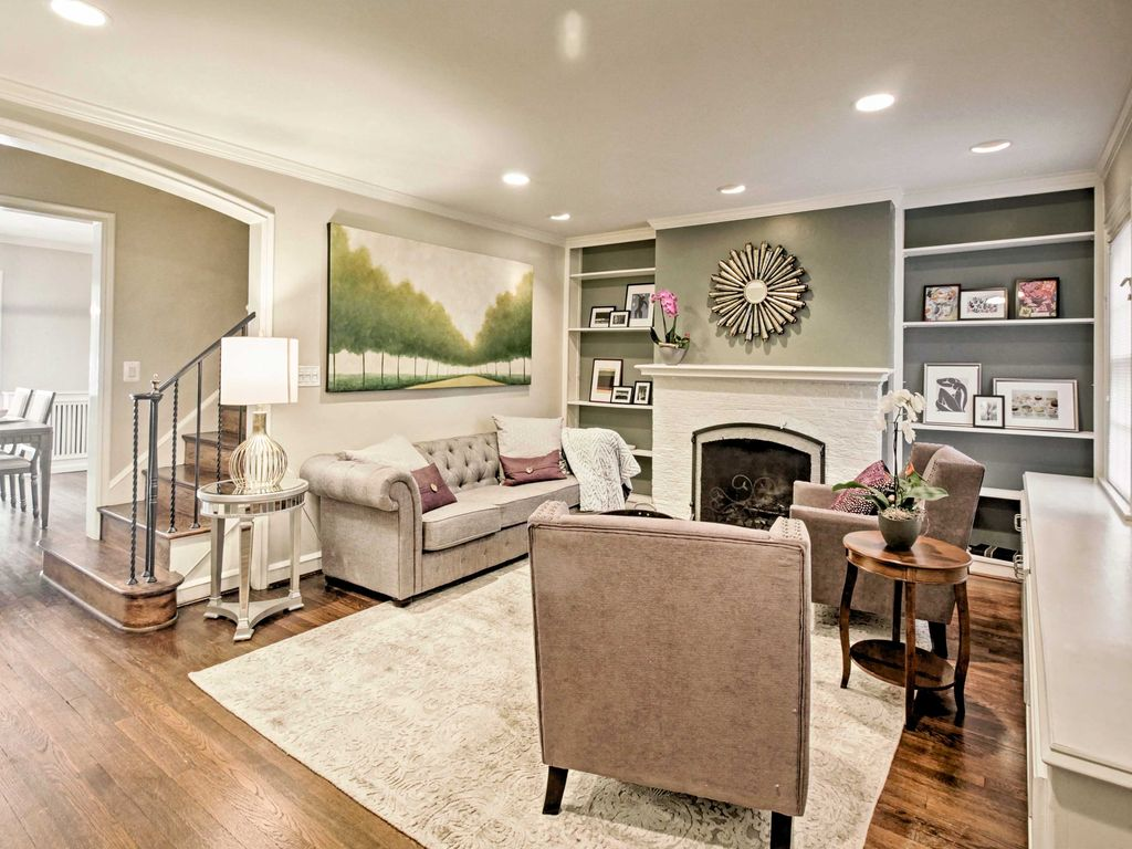 NEW! Chic 4BR Tudor Townhouse in Foxhall... - HomeAway Foxhall Village