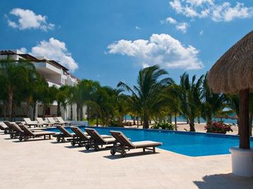 RESIDENCIAS REEF-Magnificant Beach & Pool Front Views/ 3 King Bedroom/2 Pools