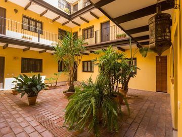 Andalusian Corral Building, Quiet, Private Parking