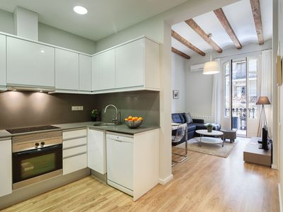 Photo for Modern flat up to 4 in Eixample