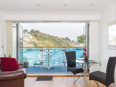 Photo for Fabulous modern apartment with sensational views.