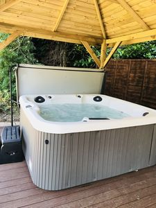 Huge 8 seater hot tub ready!