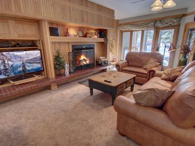 Photo for Beautiful 2 bedroom ground floor property in Chateaux Du Mont that features a full size private hot tub!  Chateaux Du Mont is true luxury and is the closest you can be to the lifts on the Mountain House side of Keystone Resort.