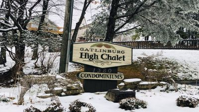 Photo for Studio Condo ~ Direct Views Of The Smoky Mountains, LeConte & Ober Ski Resort