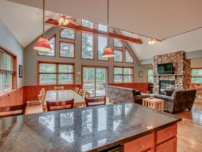 """Photo for """"Big Horn"""""""" Walk to Waterpark. Stunning Mountain Home, Hot Tub, Pool Table"""