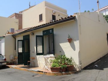 SINGLE HOUSE IN SANT'AGATA NEAR THE SEA