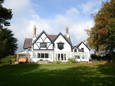 Photo for Luxury Family Entertaining Home Close to Beaumaris
