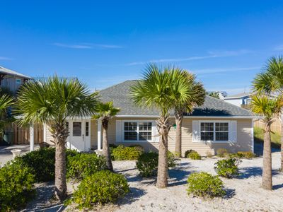Photo for Private pool, easy beach access, pet friendly. Close to shops and dining.