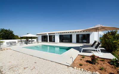 Photo for Casa da Vinha - Carvoeiro - Pool villa for 6 persons with sea view on pur nature
