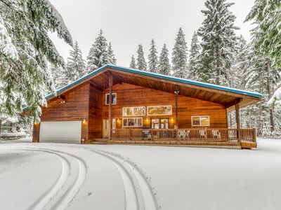 Secluded family friendly home w/ patio & grill surrounded by pines!