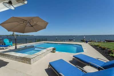Beautiful resort style pool and hot tub, with stunning panoramic lake views!