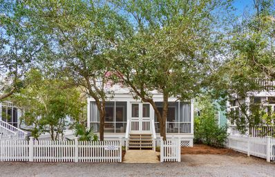 Photo for Sundeck, porches, close to the beach