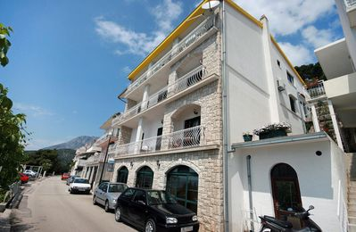 Photo for One bedroom apartment with terrace and sea view Drvenik Gornja vala, Makarska (A-4890-b)