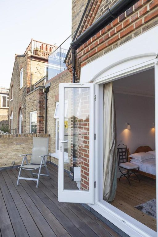 London Home 382, Beautiful 5 Star Holiday Home in a Prime Location in London - Studio Villa, Sleeps 9