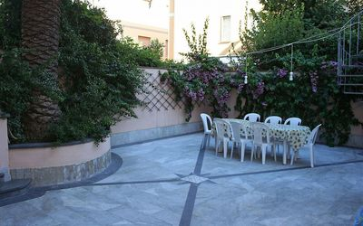 Photo for 6 bedroom Villa, sleeps 10 with Air Con and Walk to Beach & Shops