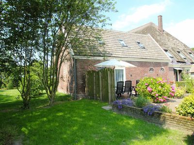 Photo for Picturesque holiday home with swimming pool, in the polders of North-Holland