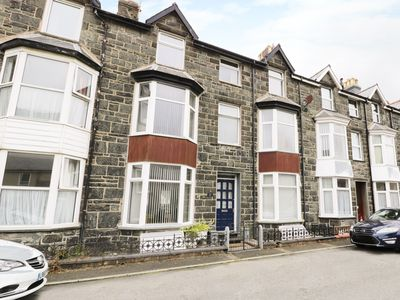 Photo for MAXWELL'S HOUSE, pet friendly, with a garden in Barmouth, Ref 14907