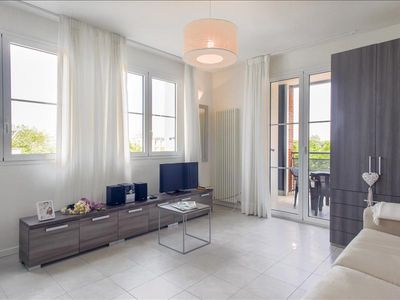 Photo for Nice studio with private parking & pool