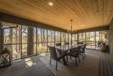 Screened in porch with dining for 6 overlooking lake Eden.