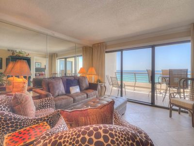 Photo for Charming Unit Sleeping 8! Located in the Heart of Destin, Great Amenities, Beach Access!