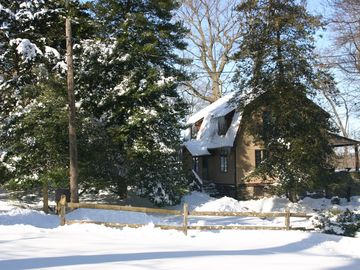 Serene winter getaway on Delaware River+Canal, Bucks County
