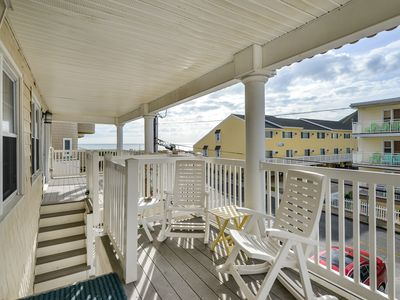 Enjoy the views from this 2 Bedroom condo close to the beach!