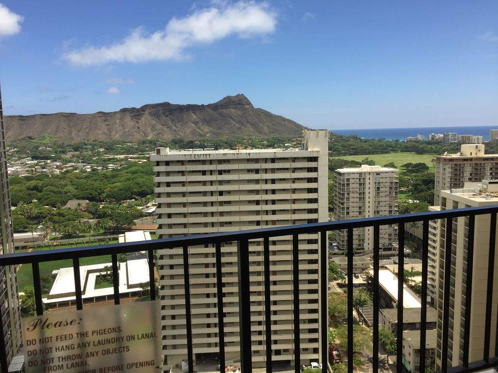 Waikiki Banyan One Bedroom Condo Free Wifi Parking