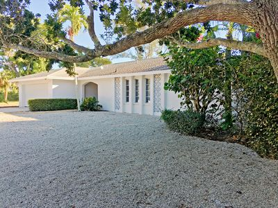 Photo for West Gulf Drive Sleeps 8! 10 w pull out   Pet friendly - exclusive Bright Water!