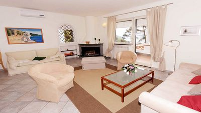 Living area with air conditioning, fireplace villa nilly sorrento holidays rents