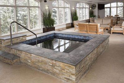 Immaculate indoor hot tub