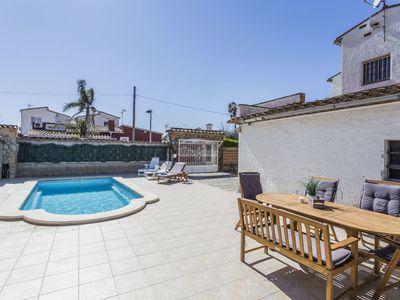 Photo for Lovely apartment for 10 guests with WIFI, private pool, TV and parking