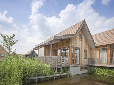 Photo for 4-person water residence in the holiday park Landal De Reeuwijkse Plassen - on the coast/the beach