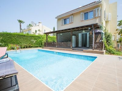 Photo for Idea 3 bed holiday villa close to the beach with large private pool