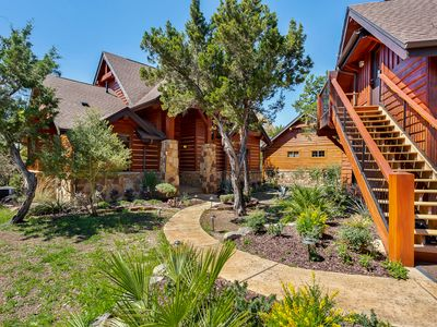 Luxury 4BR/4BA Cottage at the Hollows Resort 4 Pools/Spa-Hot Tub