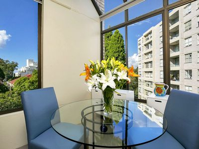 Photo for HAMP1 - Bright Apartment in Cremorne
