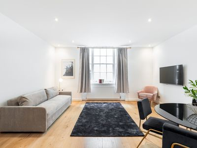 Photo for The Hyde Park House by The Residences LGF 2 BDR