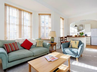 Photo for Refreshing 2 BR apartment, in unbeatable Kensington location (Veeve)