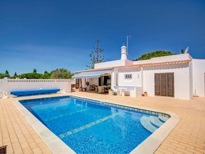 Photo for This charming three bedroom villa comes with air-conditiong and heated pool (supplement). Carvoeiro