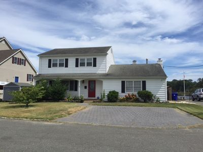 Traditional 2 story Colonial 4 bedroom single family home