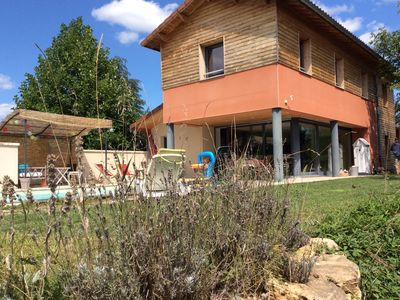 Photo for Air-conditioned villa with swimming pool 30 minutes from Lyon