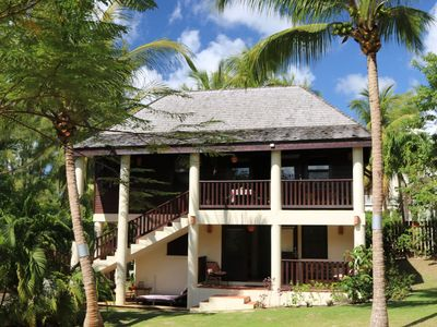 Photo for Stylish Tropical Holiday Home. Short Walk to Mullins and Gibbs beaches